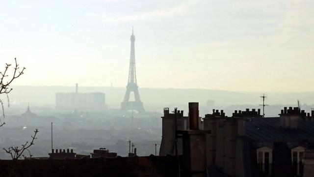 Ernstige luchtvervuiling in Parijs in december 2016.