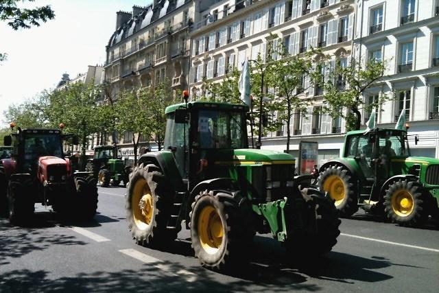 Ga je met je tractor naar Frankrijk dan is de sticker niet nodig