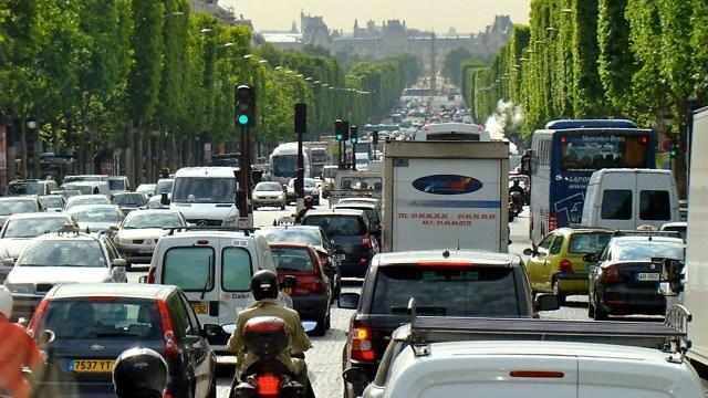 Parijs kampt al jaren met teveel vervuilende auto's op de weg